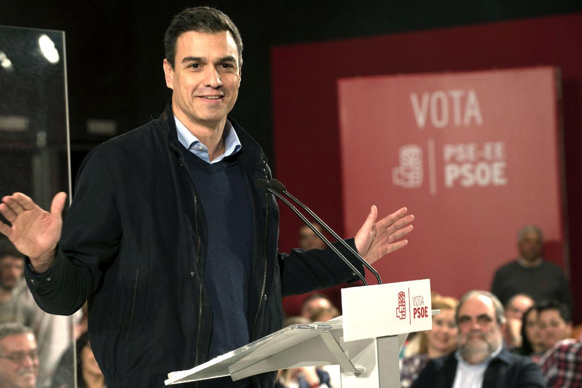 Pedro Sánchez en el mitin en Barakaldo (Foto: Efe).