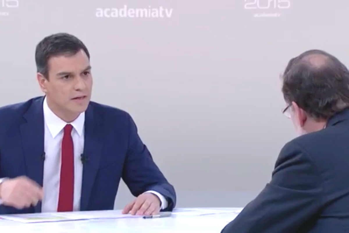 El líder del PSOE, Pedro Sánchez, y el lider del PP, Mariano Rajoy, de espaldas, durante el debate (Foto: Twitter)