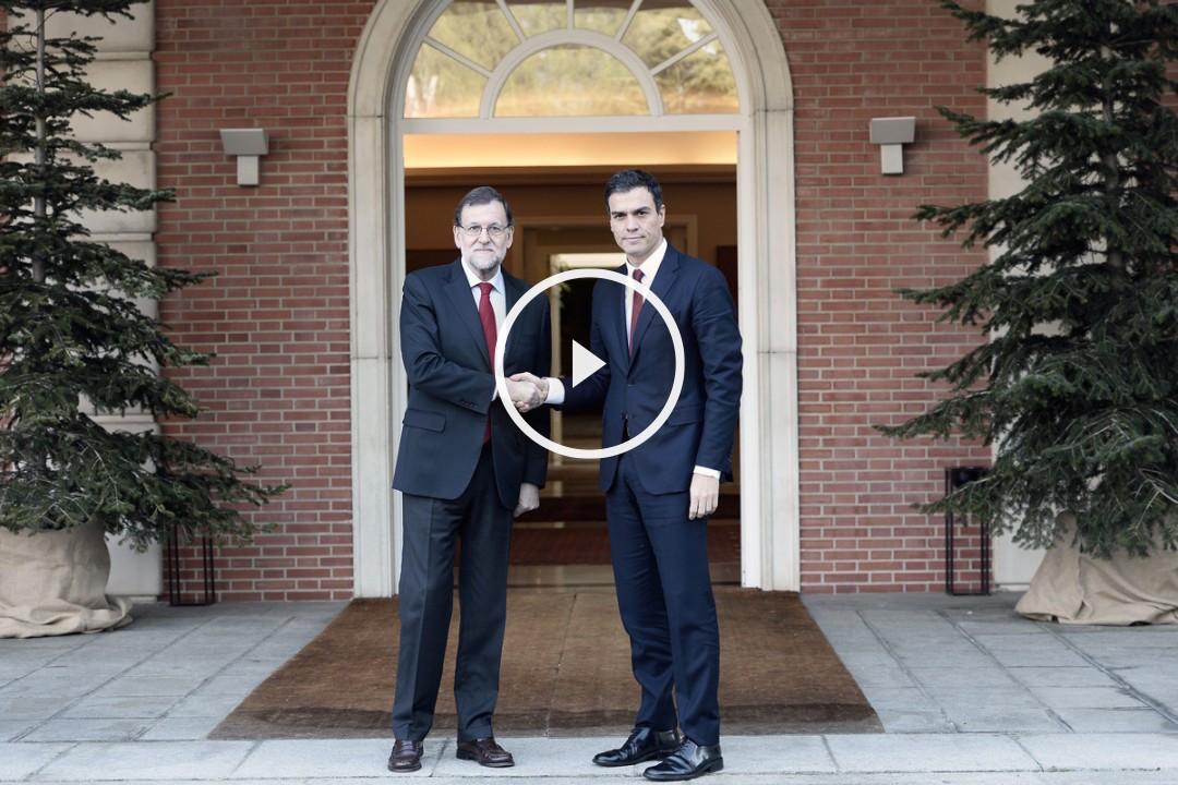 Mariano Rajoy y Pedro Sánchez antes de la reunión mantenida en La Moncloa. (Foto: AFP)