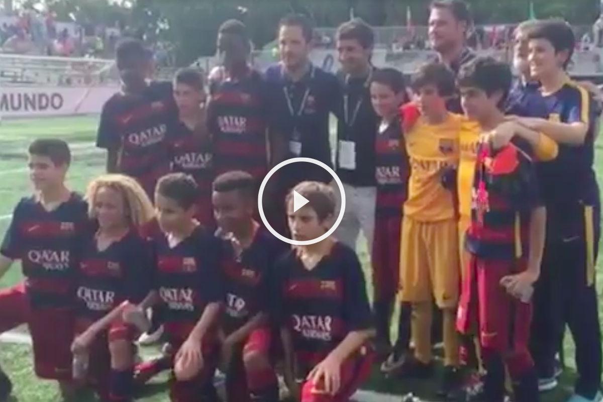 Finalmente los jugadores del Barcelona se fotografiaron con Raúl.