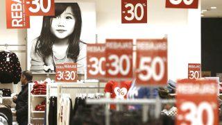 Rebajas en un comercio (Foto: EFE).