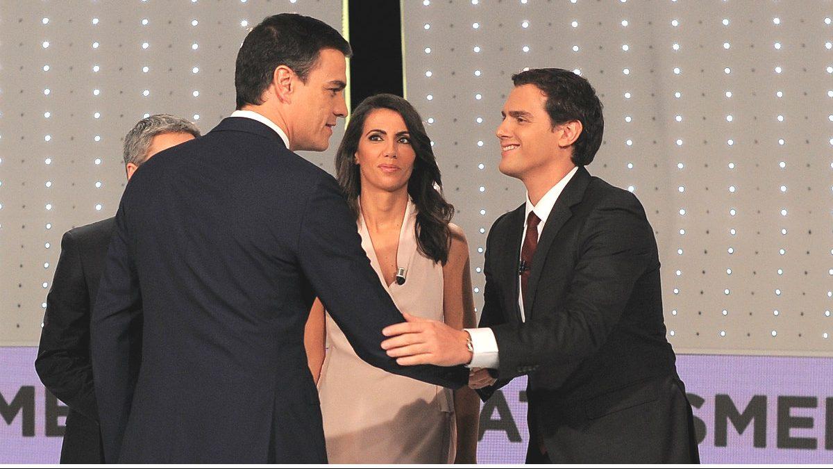 Pedro Sánchez y Albert Rivera en el debate a cuatro.