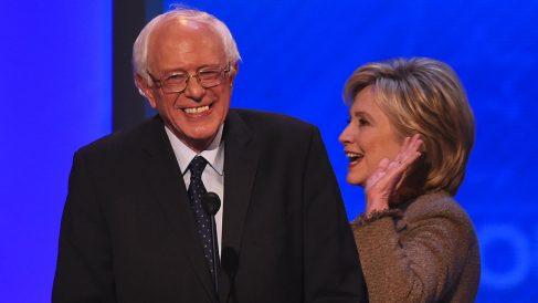 Bernie Sanders y Hillary Clinton. (Foto: AFP)