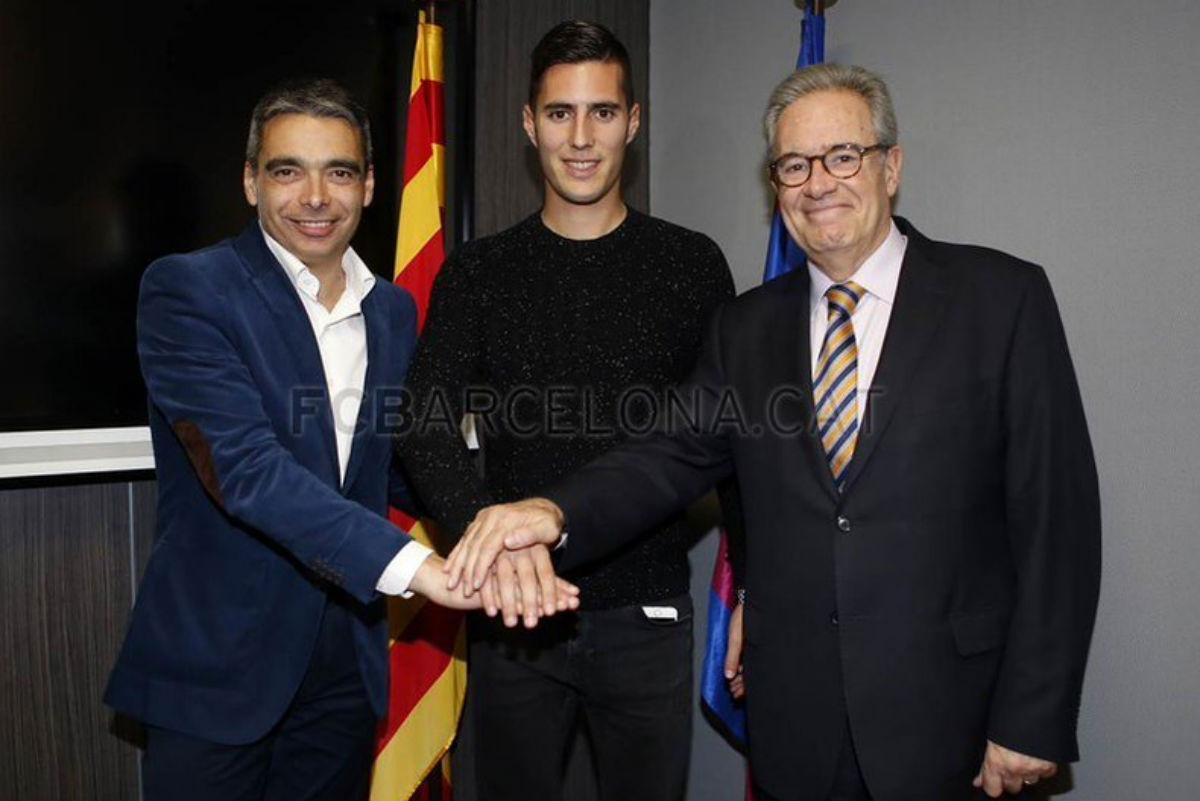 Sergi Guardiola, después de firmar con el Barça B. (fcbarcelona.com)