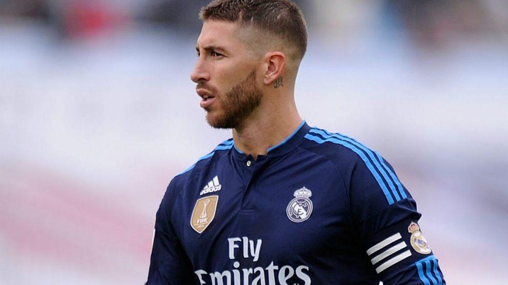 Sergio Ramos, durante un partido con el Real Madrid portando el brazalete de capitán. (Getty)