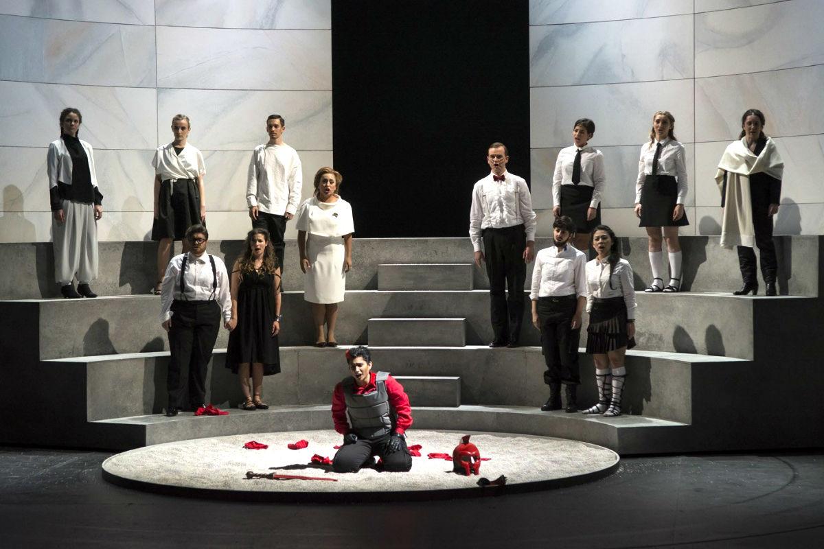 Imagen del ensayo de la ópera Silla (Foto: Efe).