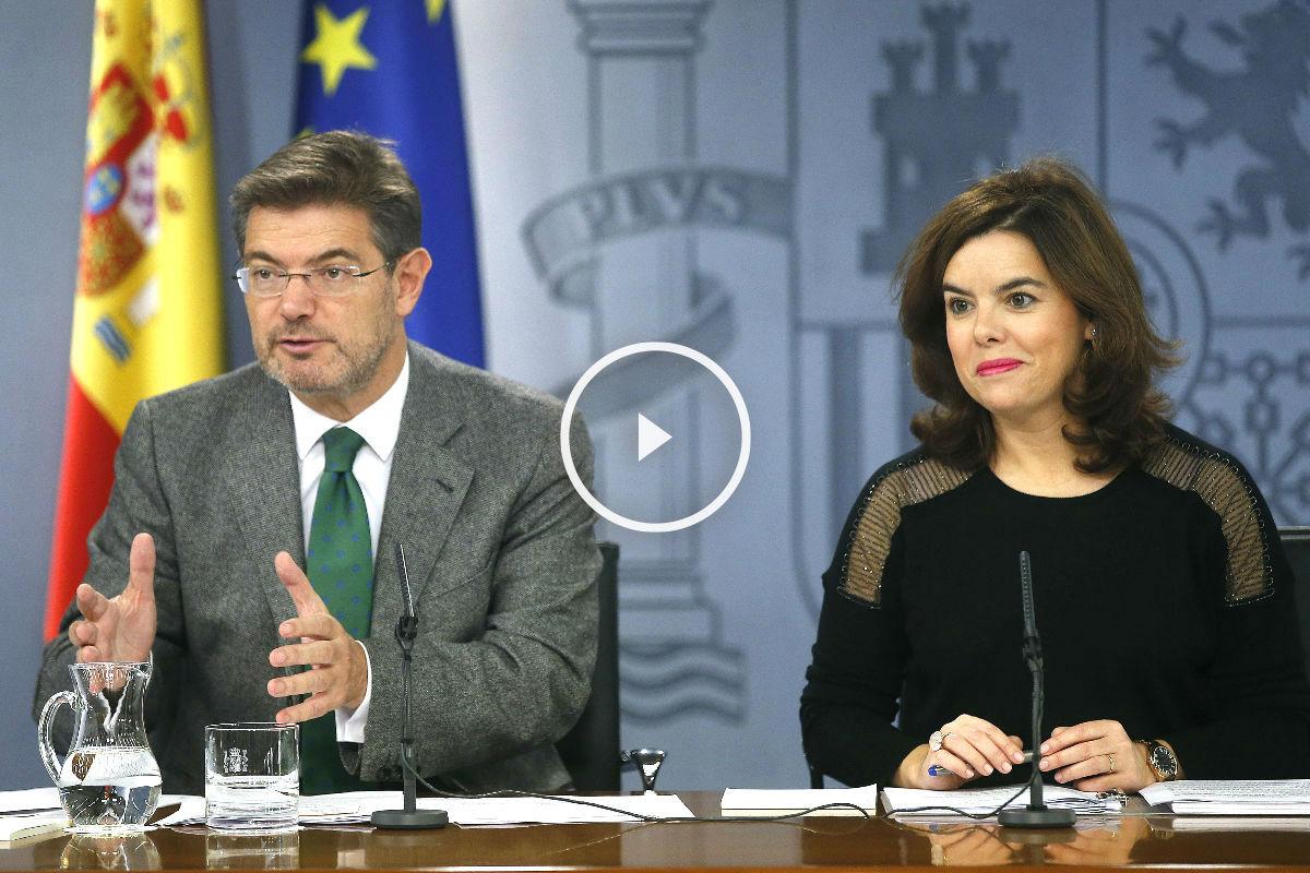 Rafael Catalá y Soraya Sáinz de Santamaría. (Foto: Efe).