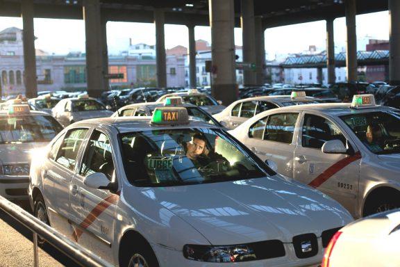 Taxis en la estación de Atocha de Madrid