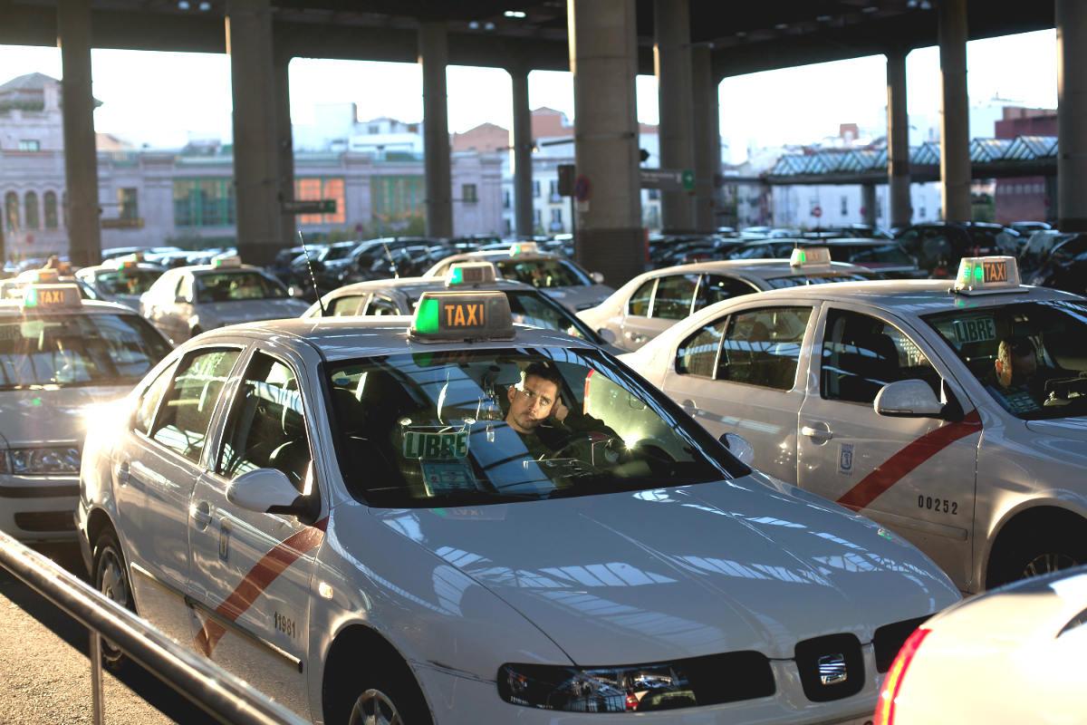 Taxis en la estación de Atocha de Madrid (Foto: GETTY).