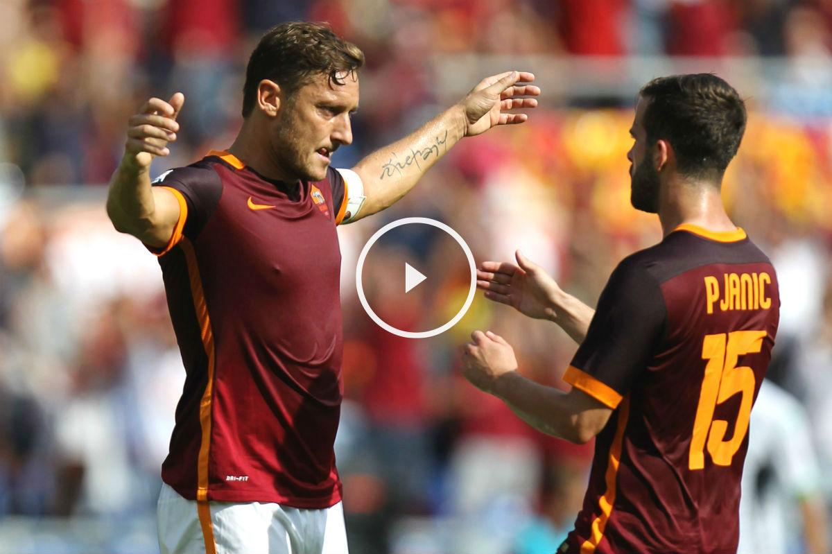 Totti se abraza a Pjanic después de un gol de la Roma. (Getty)