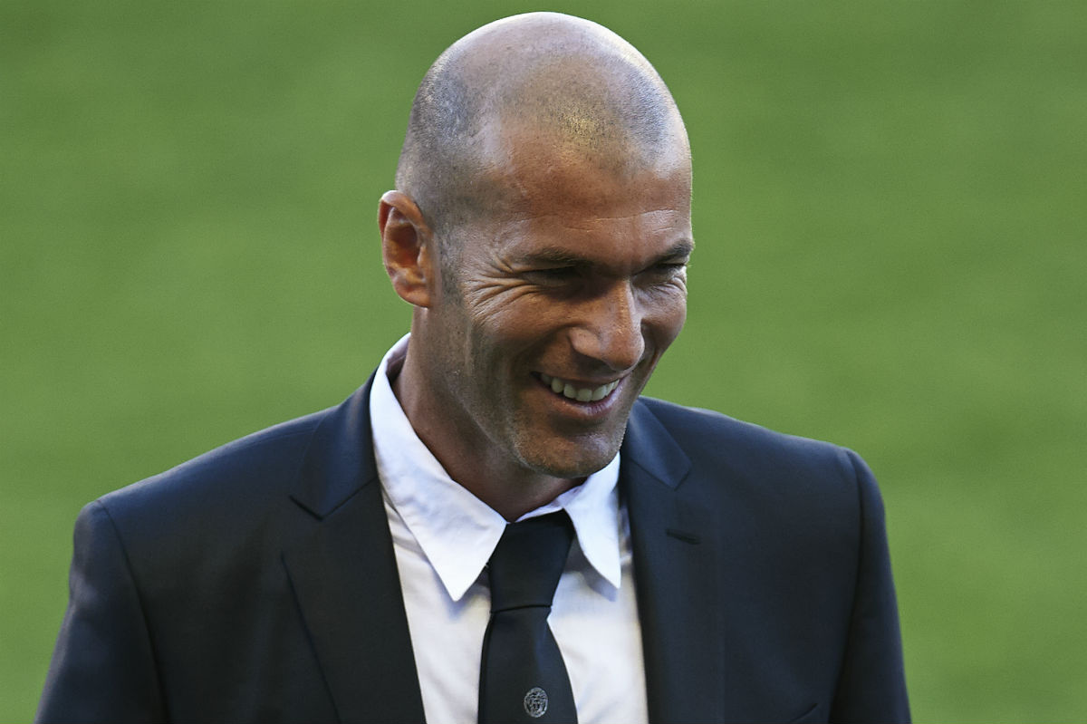 Zidane podría sustituir a Benítez. (Getty)