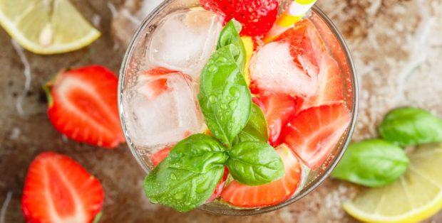Limonada de fresa con toque ácido
