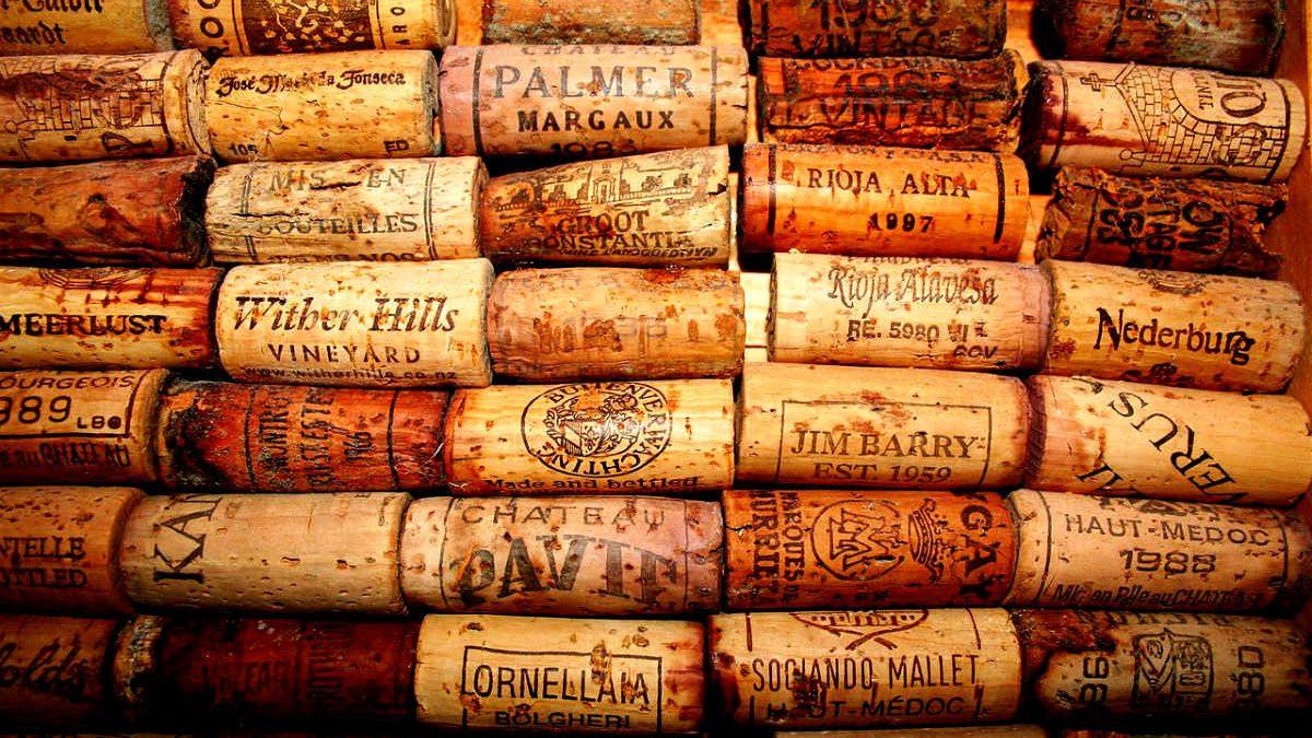 Colección de corchos tradicionales (Foto: Frank Papenbroock, CCBYSA3)
