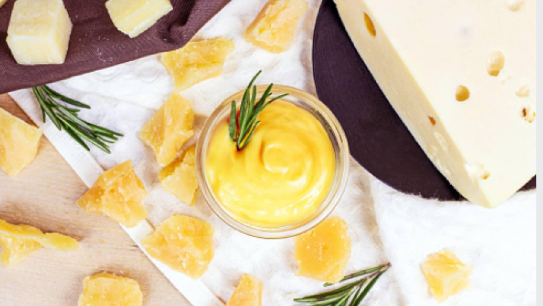 Salsa de queso cheddar casera, receta para dipear o cubrir de gloria unas patatas