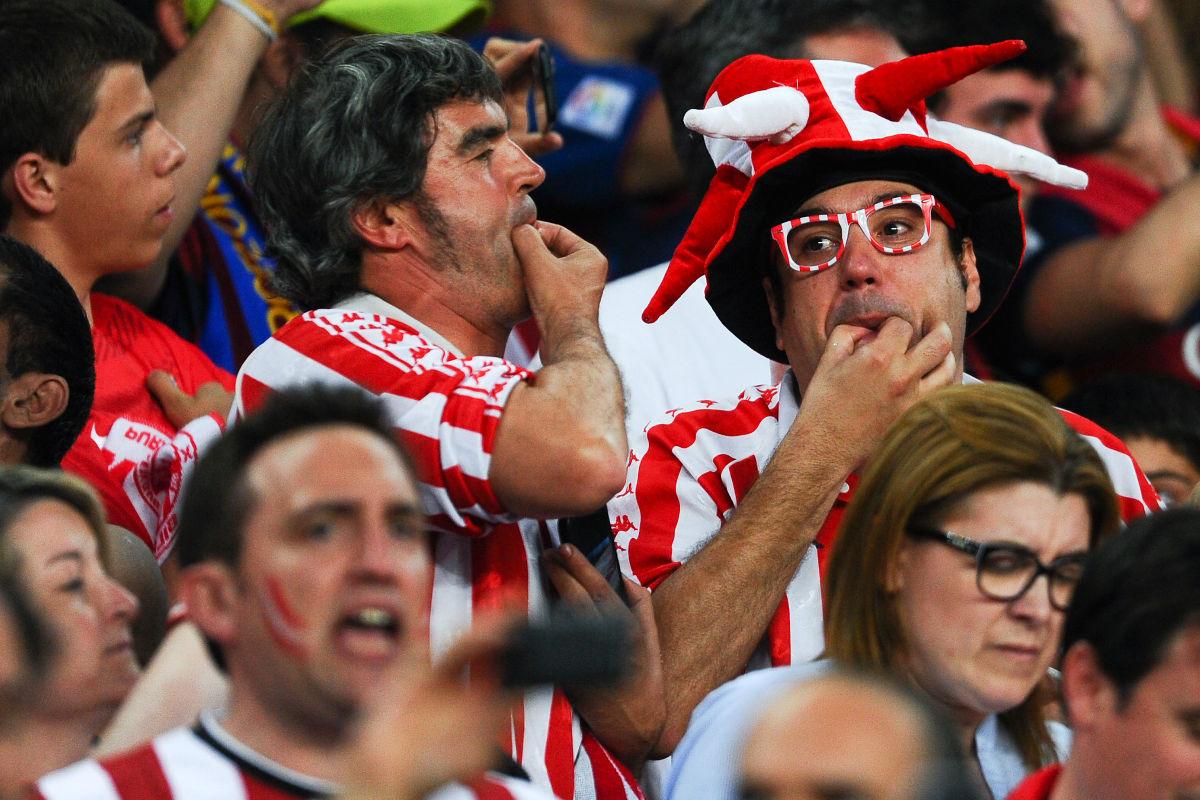 Aficionados del Athletic pitan en la final de Copa.