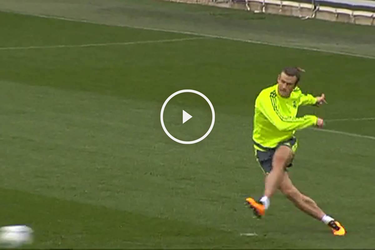 Bale toca balón en el entrenamiento del jueves en Valdebebas.