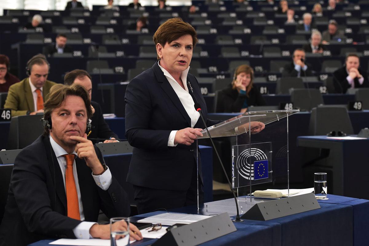 La primer ministro de Polonia, Beata Szydlo, durante su intervención en la Eurocámara. (Foto: AFP)