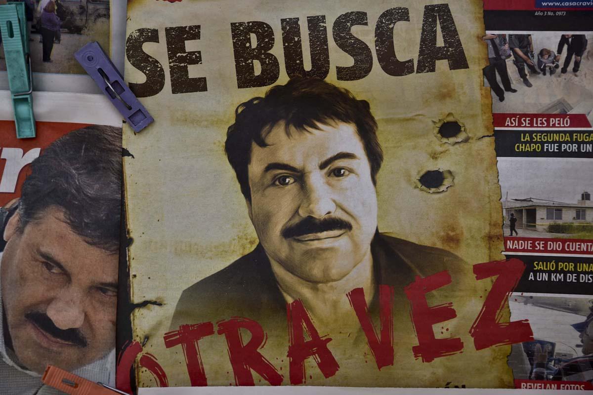 Un cartel de 'Se Busca' con la cara de 'El Chapo'. (Foto: AFP)