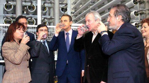 El Gobierno de Zapatero impulsó las desaladoras al derogar el Plan Hidrológico Nacional.