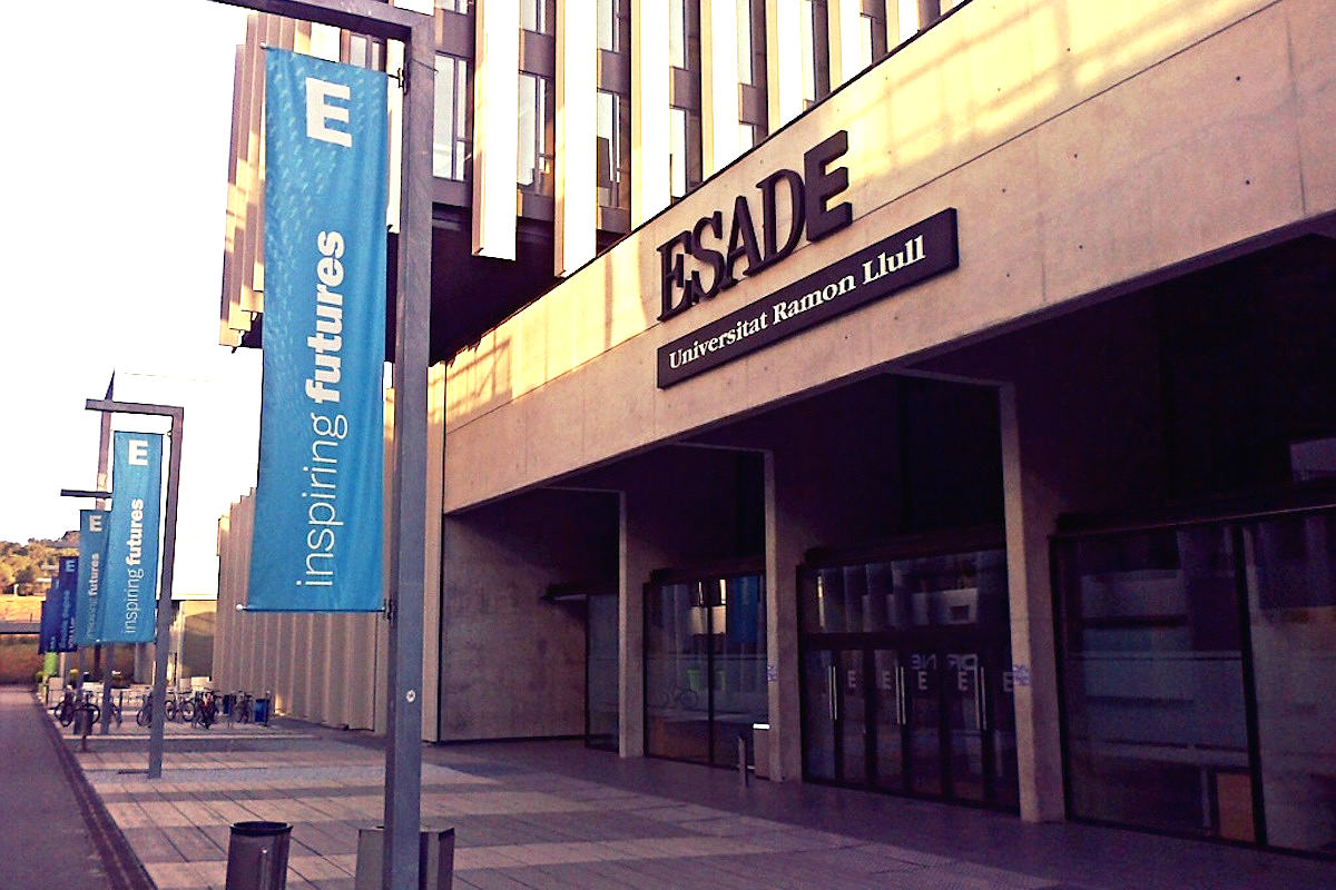Entrada de Esade en el Campus de Sant Cugat del Vallès.