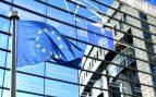 Bandera de Europa frente al Parlamento Europeo