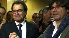 Puigdemont junto al todavía president Artur Mas, este sábado (Foto: Efe)