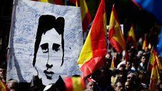 Pancarta con el retrato de Miguel Ángel Blanco durante un homenaje. (Foto: AFP)