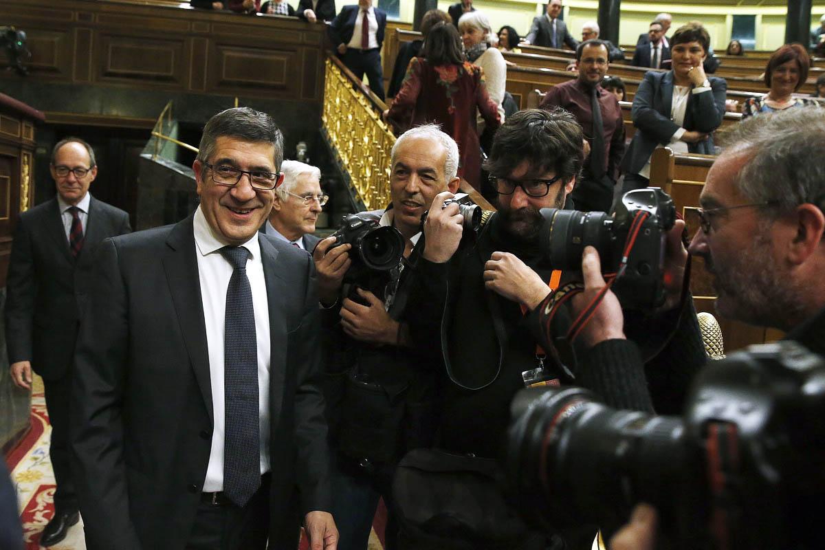 Patxi López, en su llegada al Congreso que presidirá (Foto: EFE)
