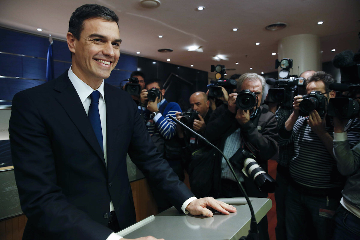 El secretario general del PSOE, Pedro Sánchez, en rueda de prensa (Foto: EFE)