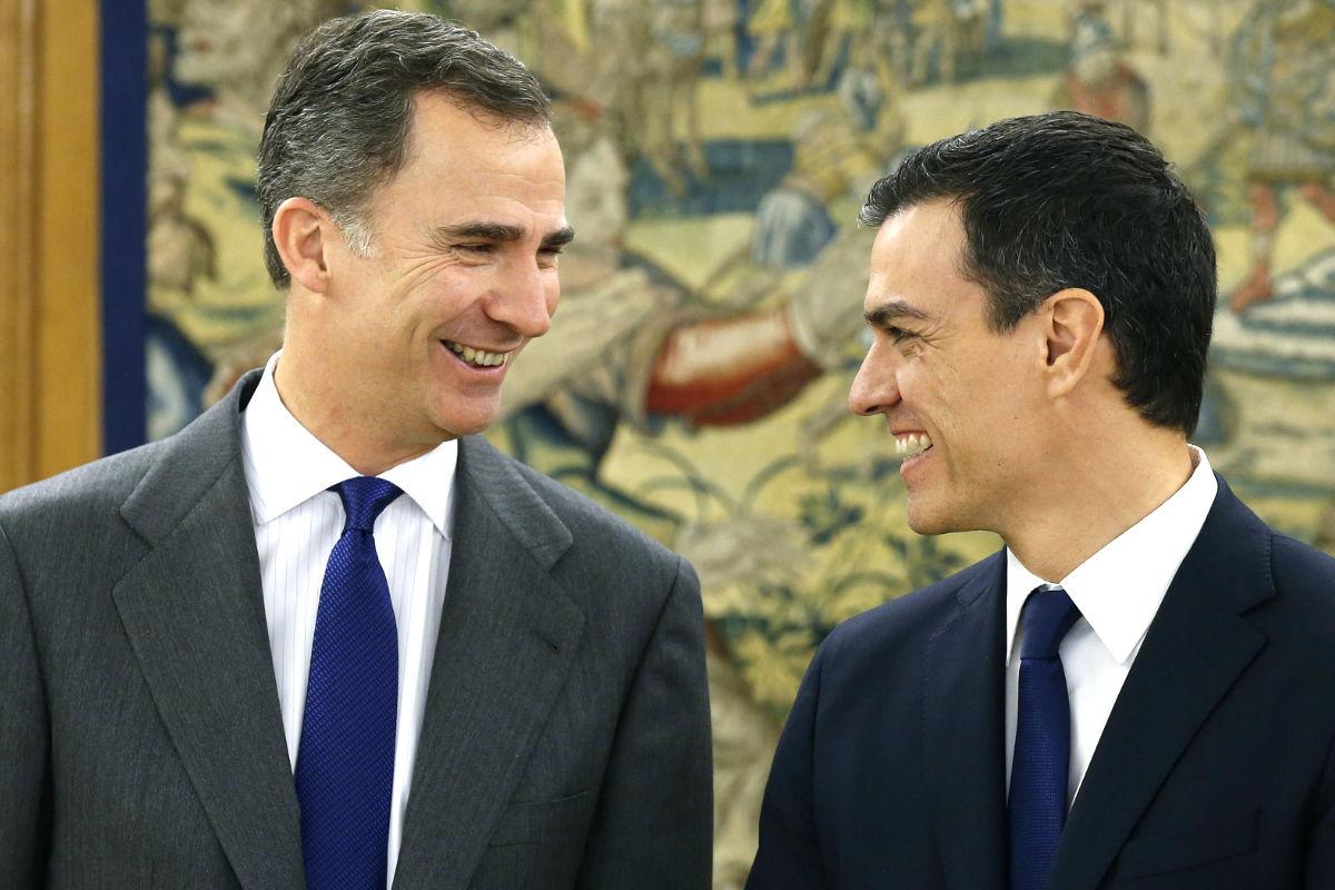Pedro Sánchez durante una audiencia con el Rey. (Foto: EFE)