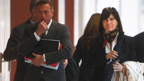 Victoria Álvarez, ex pareja de Jordi Pujol Ferrusola, a la salida del juzgado. (Foto: EFE)