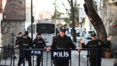 La zona del atentado, acordonada para investigar los hechos. (Foto: AFP)