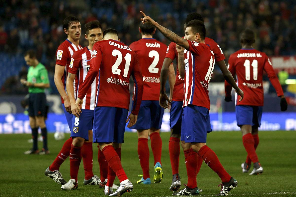 Los jugadores del Atlético celebran el gol de Correa. (Reuters)