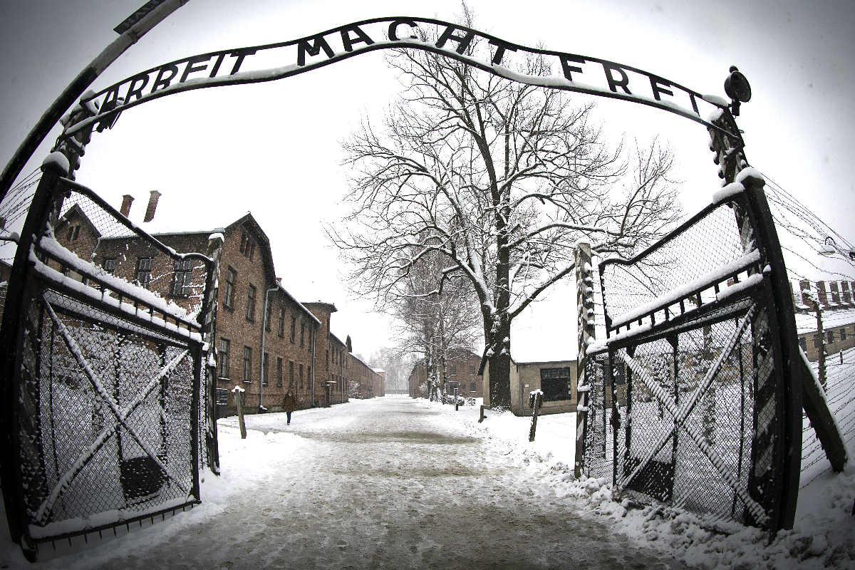 La puerta de entrada a Auschwitz. (Foto: AFP)