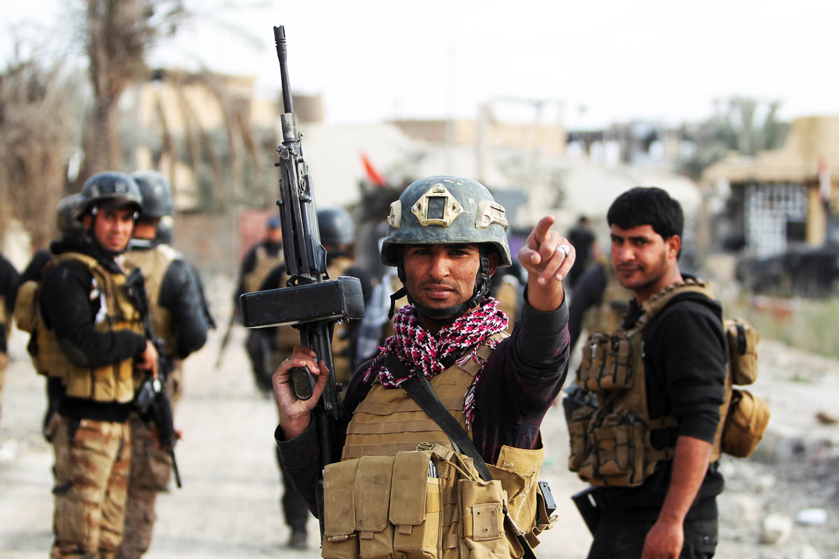 Soldados iraquíes controlan una zona de Bagdad. (Foto:AFP)