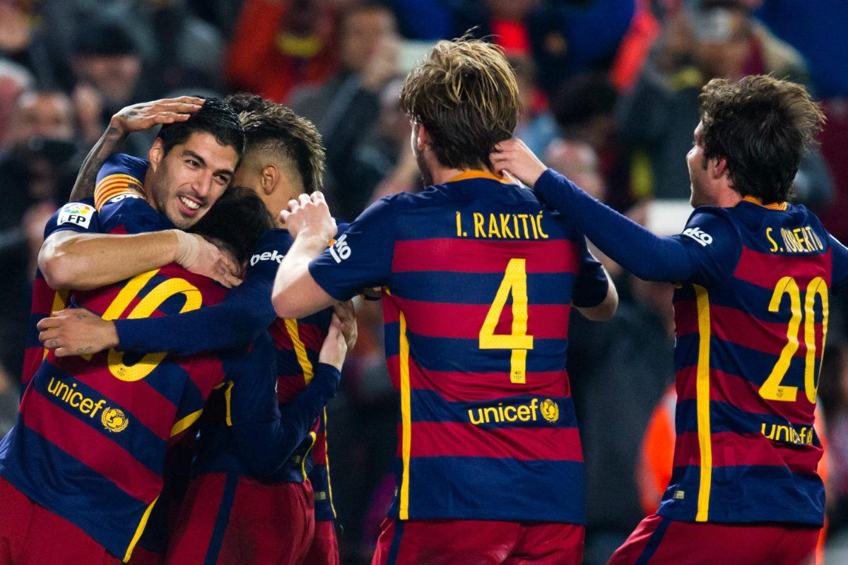 Los jugadores del Barça celebran el gol de Suárez. (Getty)