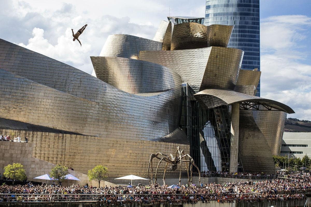 El edificio del Museo Guggenheim de Bilbao, diseñado por el arquitecto Frank O. Gehry. (Foto: Getty)