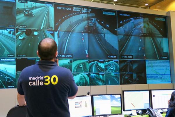 Centro de control de pantallas de Calle 30. (Foto: Ayuntamiento de Madrid)