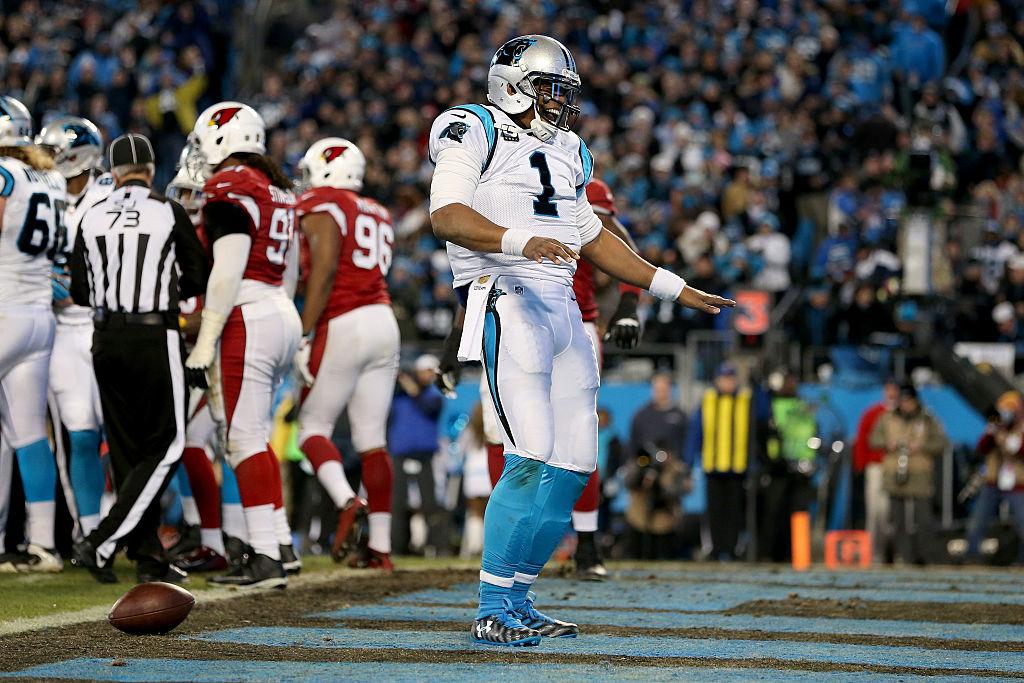 Cam Newton celebrando un touchdown (Getty)