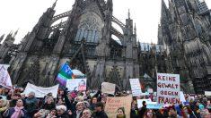 Protestas ante la catedral de Colonia. (Foto: AFP)