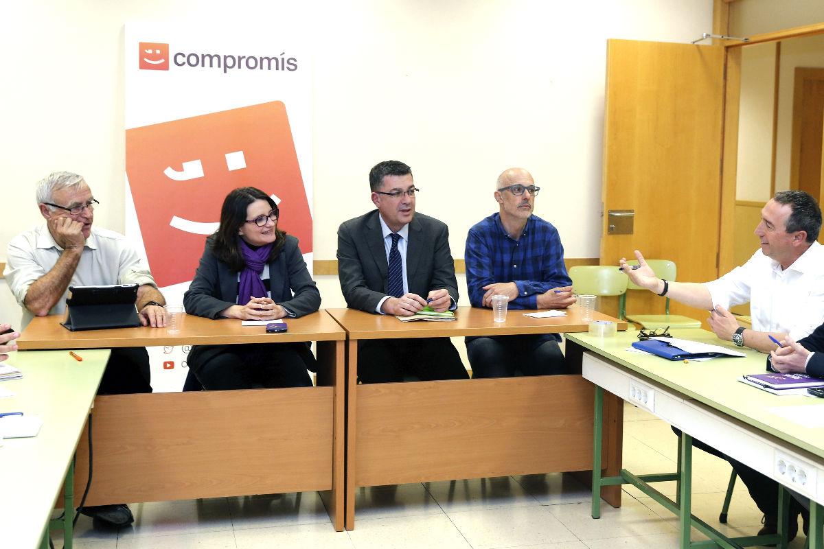 Los dirigentes de Compromís durante la reunión. (Foto: EFE)