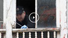 La Policía inspecciona el lugar de los hechos. (Foto: EFE)