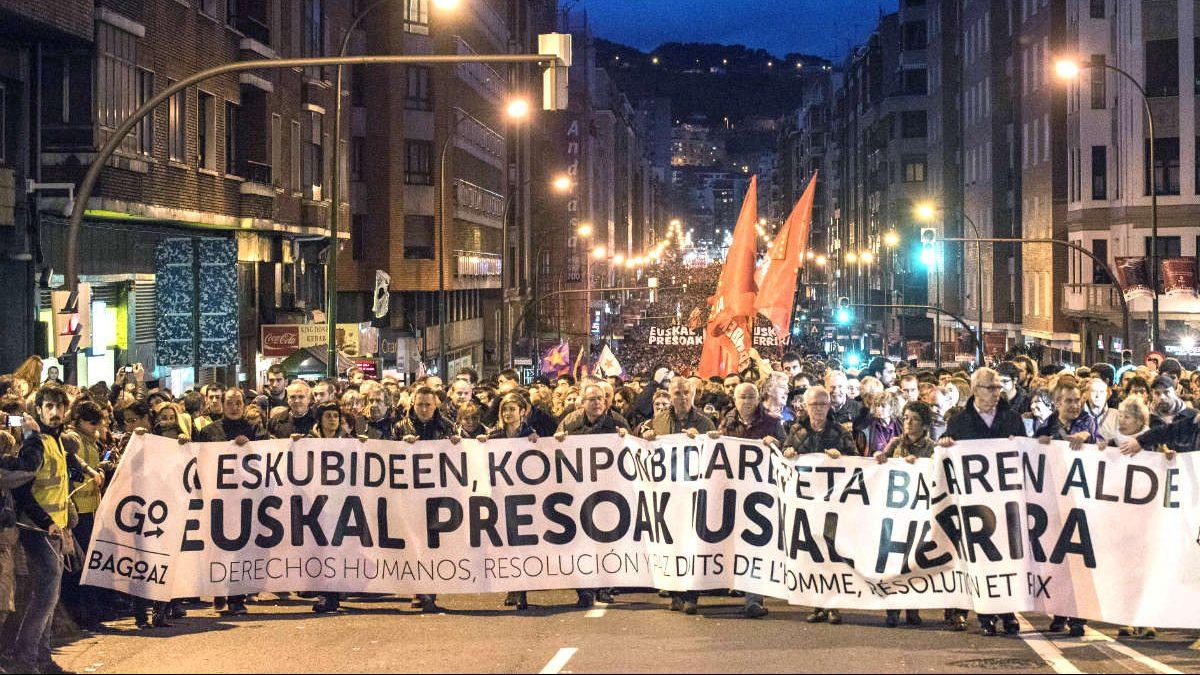 imagen de archivo de una manifestación en Bilbao para pedir el acercamiento de los presos de ETA (Foto: Efe).