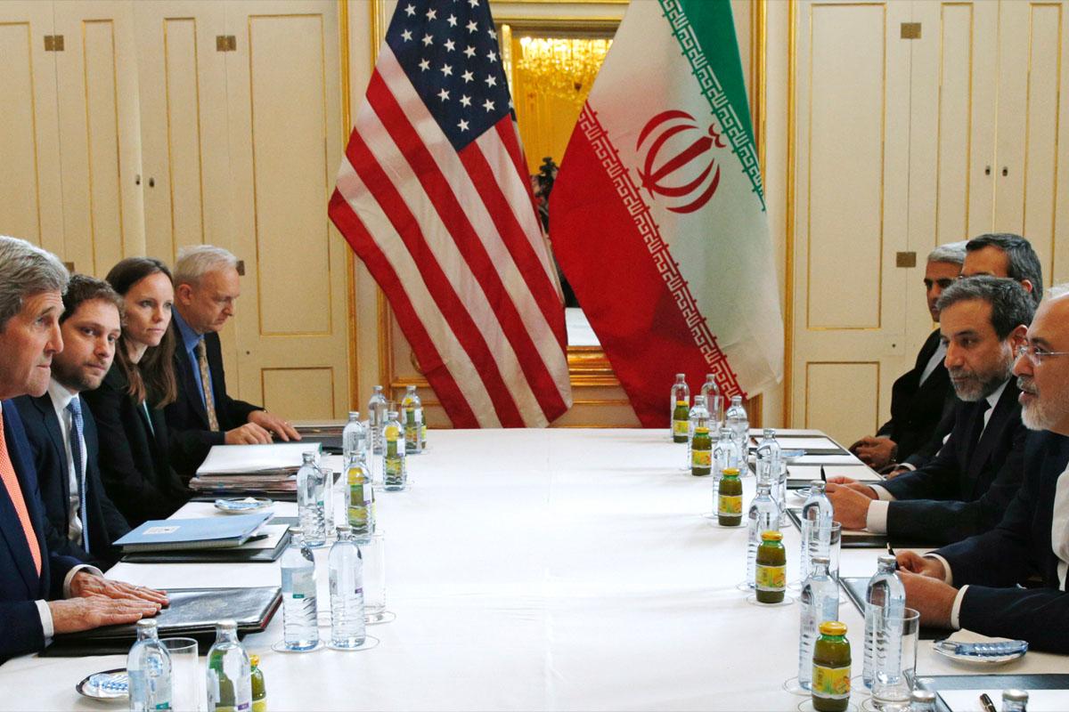 Mesa de negociación entre Estados Unidos e Irán en 2016. (Foto: AFP)