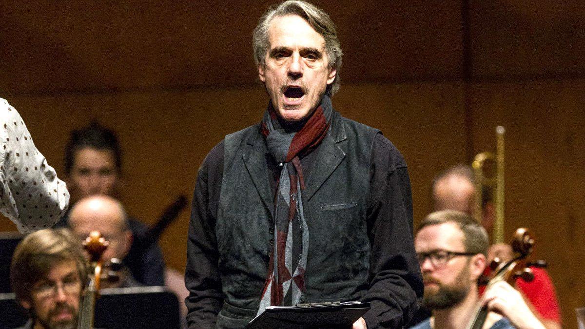 Jeremy Iron durante un ensayo en el Liceu (Foto: Efe).