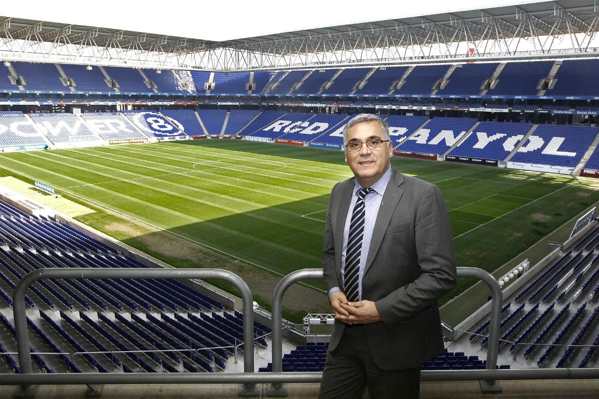 Joan Collet, presidente del Espanyol, en el estadio de Cornellà. (AFP)