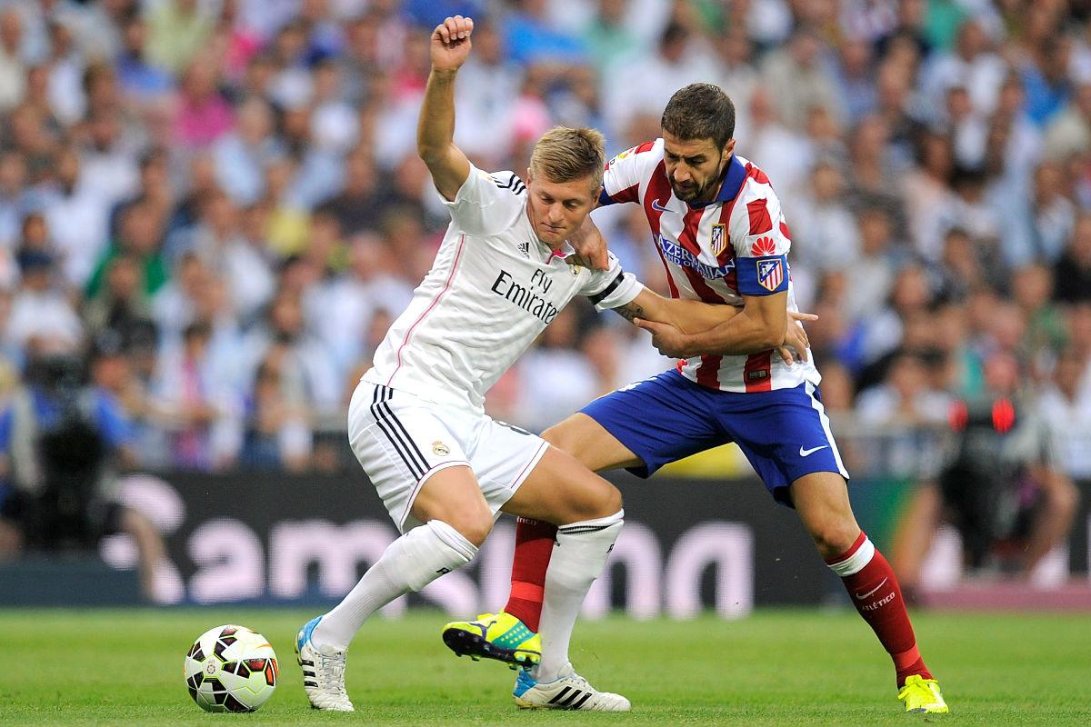 Toni Kroos y Gabi durante un derbi en Liga. (Getty)