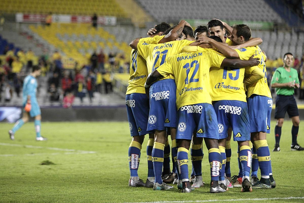 Los jugadores de Las Palmas celebran uno de los goles marcados ante el Eibar. (EFE)