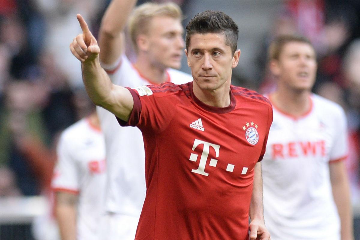 Lewandowski celebra un gol en la Bundesliga. (Getty)
