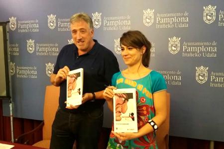Maider Beloki junto al alcalde de Pamplona, Joseba Asirón.